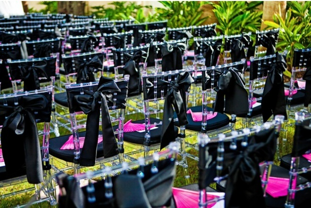 Chair-Affair-chiavari-chairs-with-pink-fans