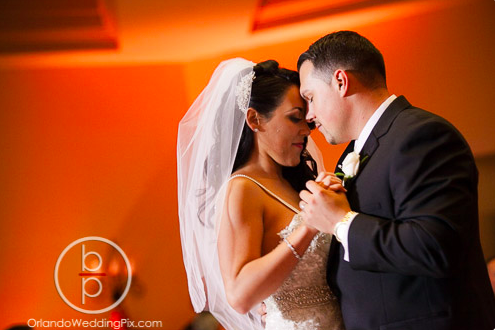 Wedding Photo Ideas, Orlando Wedding Pix, Rosen Shingle Creek Resort, A Chair Affair Event Rentals, Orlando Chair Rentals