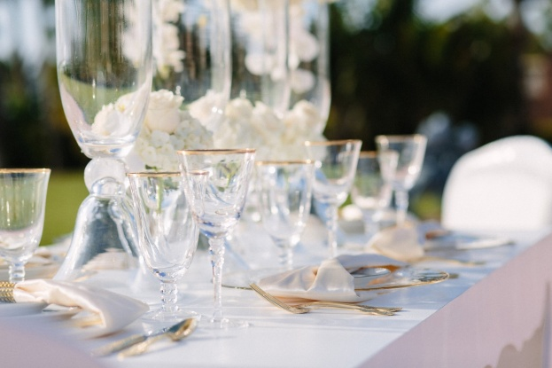 900-Park-Street-K&K-Photography-Gold-Rim-Glass-Chargers-Gold-Flatware-Gold-Rim-Stemware-FH-Weddings-&-Events-Iyrus-Entertainment-A-Chair-Affair-Event