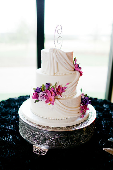 Buttecream wedding cake, sugar flowers