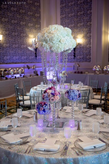 Loews-Portofino-Bay-Hotel-La-Vega-Fotographie-Linens-&-Flowers-Design-Silver-Belmont-Glass-Chargers-Flatware-Silver-Chiavari-Chairs-A-Chair-Affair-Event