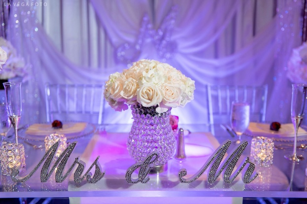 Loews-Portofino-Bay-Hotel-La-Vega-Fotographie-Mr-&-Mrs-Standing-Crystal-Signs-Clear-Chiavari-Chairs-Pink-Peppermint-Celebrations-A-Chair-Affair-Event