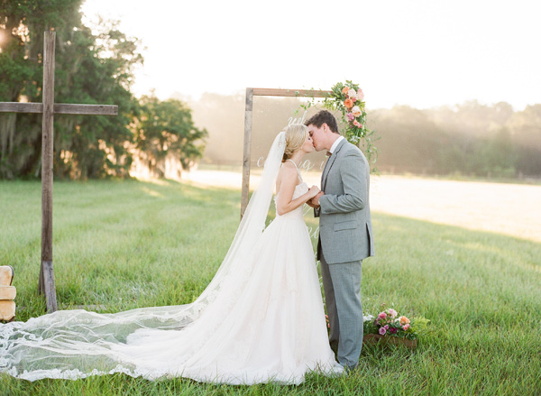 A Southern Sunrise-Inspired Wedding Photoshoot
