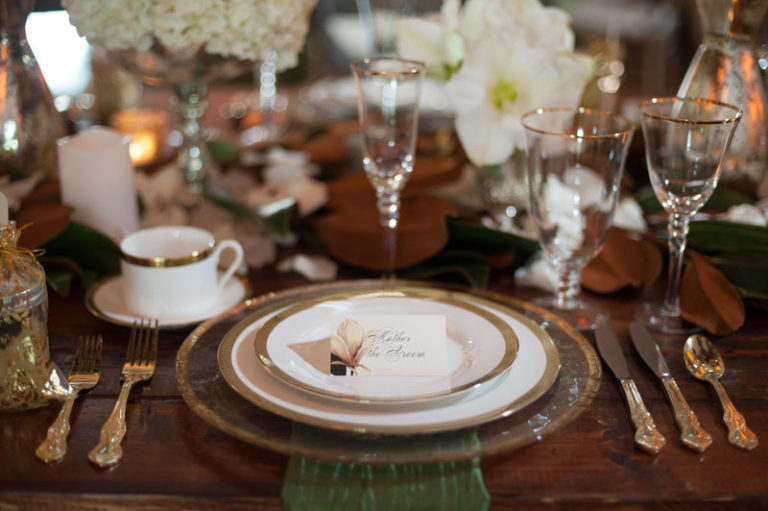 southern elegance wedding inspiration gold rimmed charger