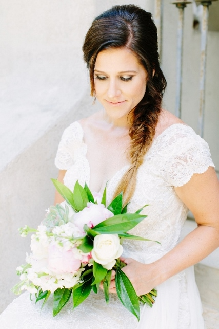 sydonie mansion style shoot dress and bouquet