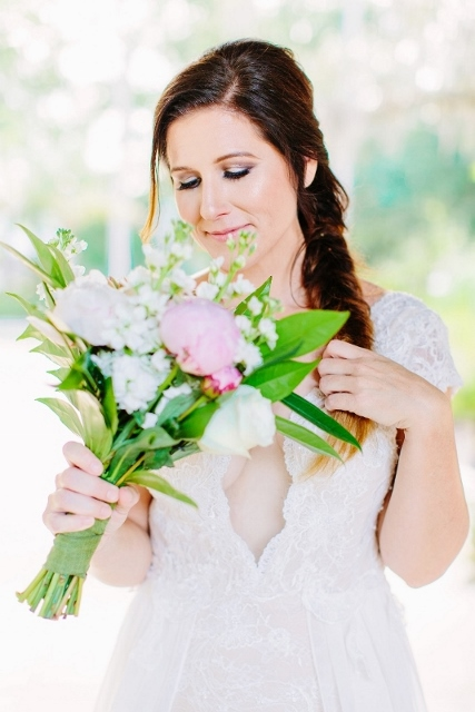sydonie mansion style shoot dress and bridal bouquet