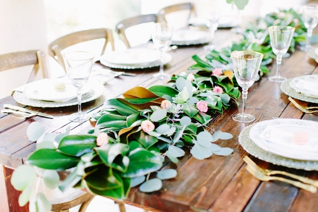 sydonie mansion style shoot farm table and floral table runner