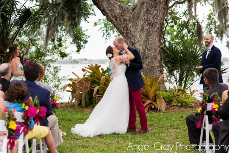 vibrant spring wedding bride and groom ceremony