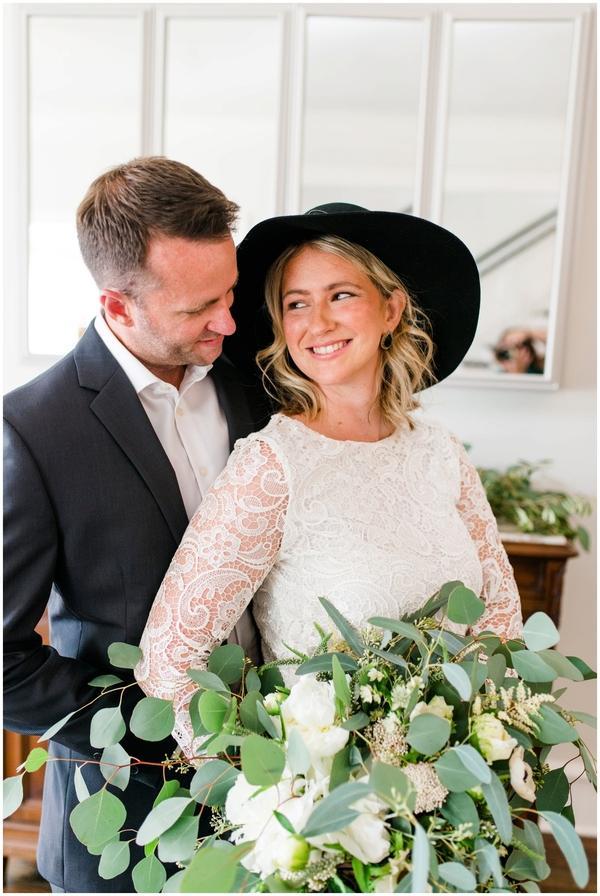 black and white capen house elopement, bouquet