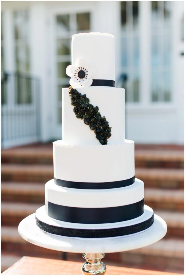 black and white capen house elopement, cake
