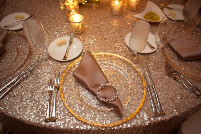 ivory and gold bella collina wedding, gold rim charger