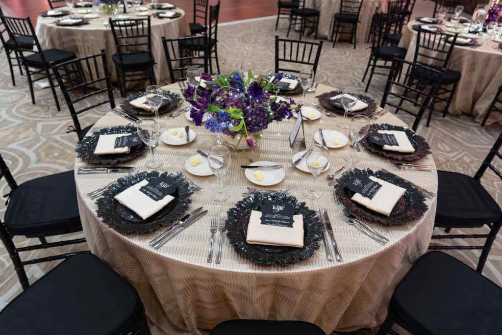 Jewish wedding reception black chargers