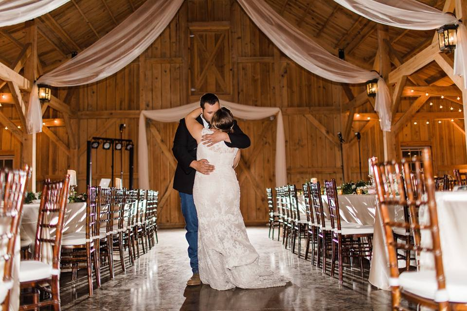 Bridle-Oaks-Barn-classic-country-wedding-reception reveal