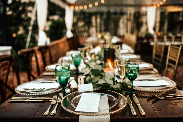 Casa-Feliz-Wedding-A-Chair-Affair-Farm-Tables-Chiavari-chairs-Farm-tables-gold-chargers
