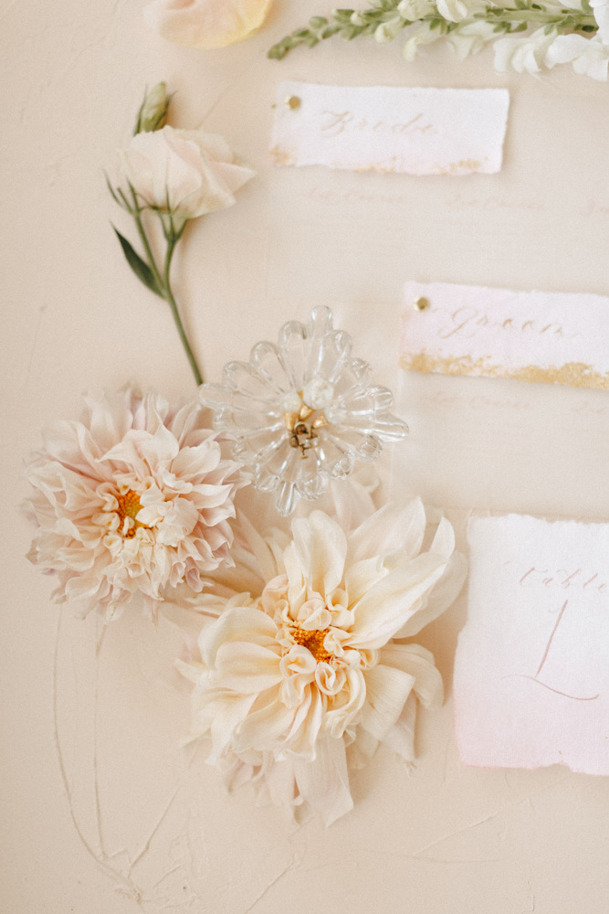 floral detail and placecards at styled shoot